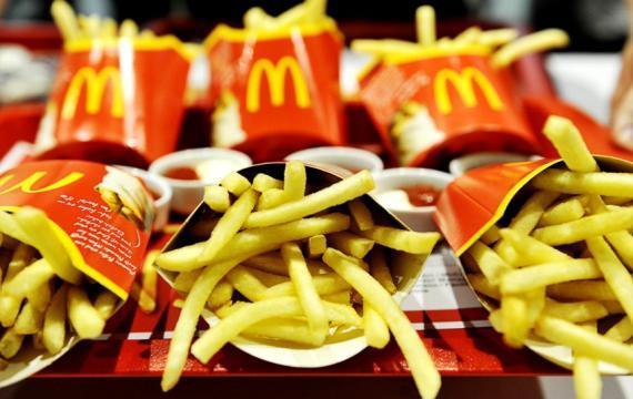 Mc'Donald, nelle patatine fritte c'è l'olio contro le calvizia