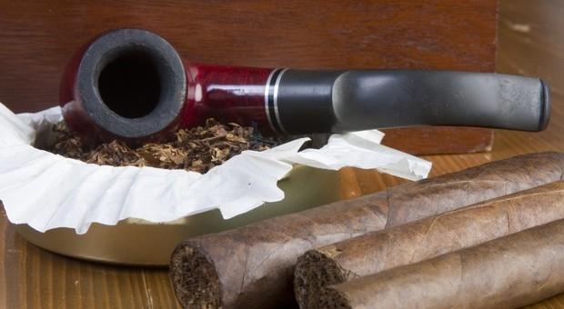 Fumare sigari e pipa non è la scelta più salutare rispetto alla sigarette