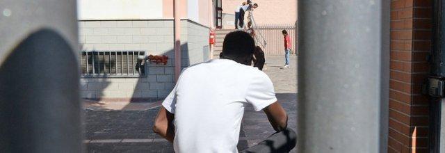 Migrante abusa di un bambino, ora fermato nel centro di accoglienza