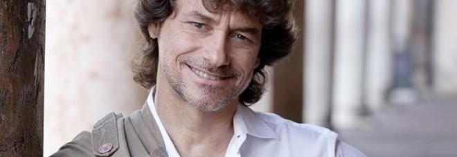 Alberto Angela nominato cittadino onorario di Napoli, De Magistris firma la delibera