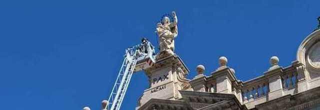 A Pompei si ripete il fenomeno del rosario oscillante nelle mani della Madonna.