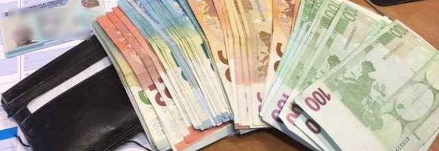 Rumena trova portafoglio con duemila euro e...