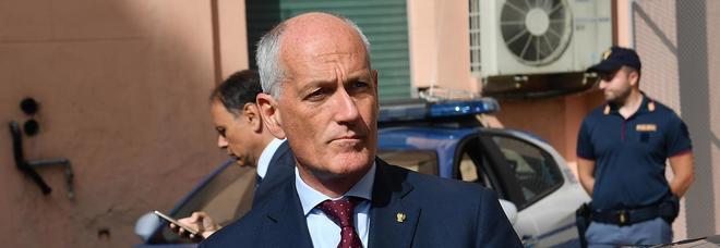 Presto gli agenti di polizia avranno il taser, l'annuncio del capo della polizia Gabrielli