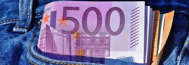 """Vuole la """"paghetta"""" di 900€ al mese, figlio fa causa al papà."""