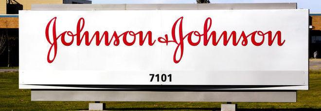 Johnson & Johnson, amianto nel talco, provoca cancro, condannata a risarcire 4,7 miliardi di dollari