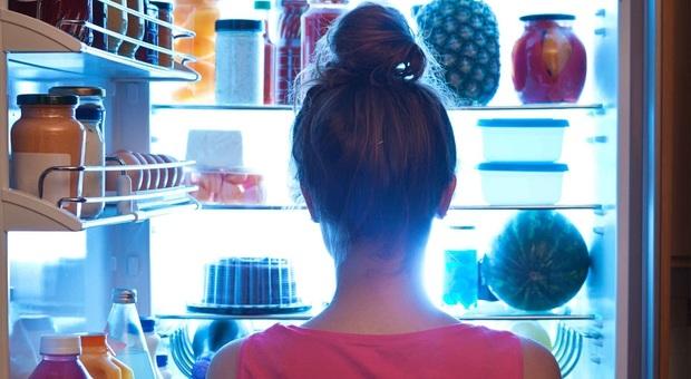 Lo spuntino di mezzanotte può provocare il cancro, rischio per seno e prostata