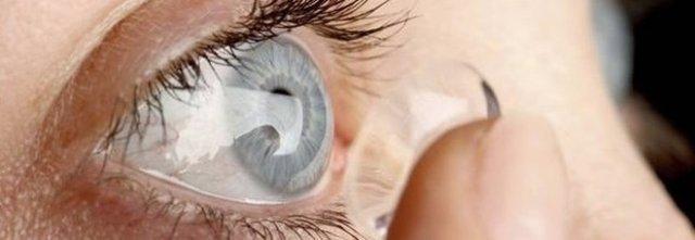 39enne usa le lenti a contatto in piscina e perde la vista ad un occhio