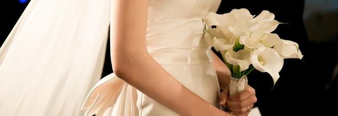 Conosce una ragazza online, decide di incontrarla, la famiglia lo obbliga a sposarla.