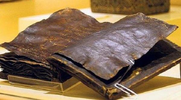 """Trovata la Bibbia più vecchia del mondo: """"Gesù non è mai esistito!"""""""