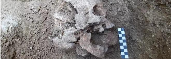 Il mistero del bambino vampiro sepolto in Umbria, un mistero che non sanno risolvere gli archeologi