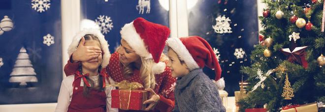 Bimbo di 9 anni non riceve i regali richiesti, chiama la polizia e denuncia Babbo Natale