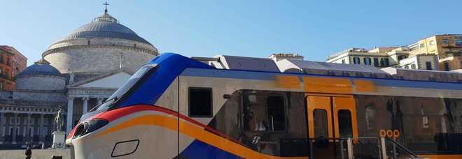 """Napoli, i nuovi treni trenitalia """"Pop"""" e """"Rock"""" a piazza Plebiscito"""
