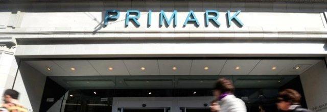 Primark, apre un paio di calzini e fa una scoperta choc