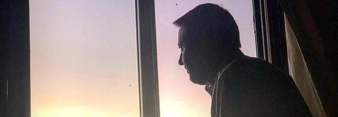 "Salvini foto triste da single: ""San. Valentino festa da abolire!"""