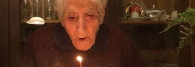 Nonna Rosa compie 108 anni e non li dimostra, festa in tutto il Cilento.