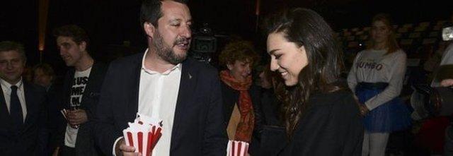 Salvini e la nuova fidanzata Francesca, la coppia spopola sui social e attenzione chi è il padre, voi che continuate a votare Lega.