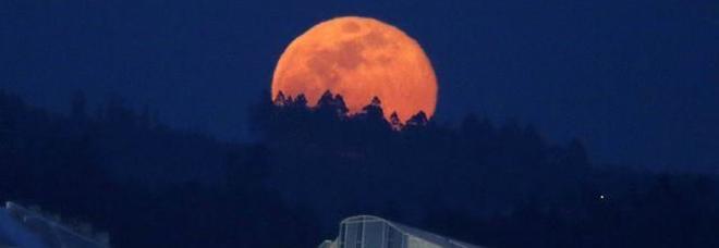 Oggi  è finito l'inverno e di nuovo la super Luna