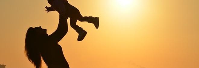 Reddito di maternità, mille euro al mese per fare la mamma.