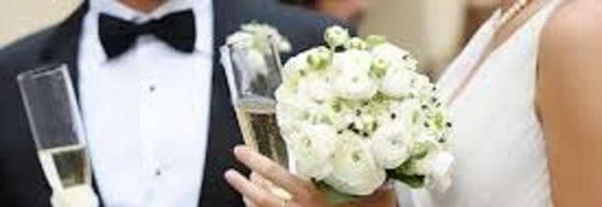 Gli sposi non si presentano al matrimonio, i loro cellulari spenti.