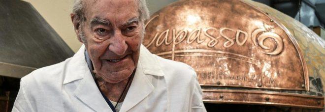 Capasso, il pizzaiolo più anziano di Napoli, oggi compie 90 anni.
