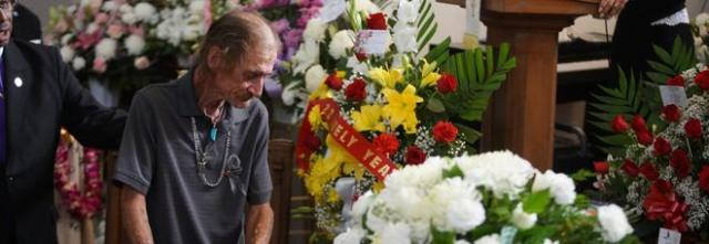 Aveva paura di fare il funerale da solo invece si presentano in 700, grazie a...