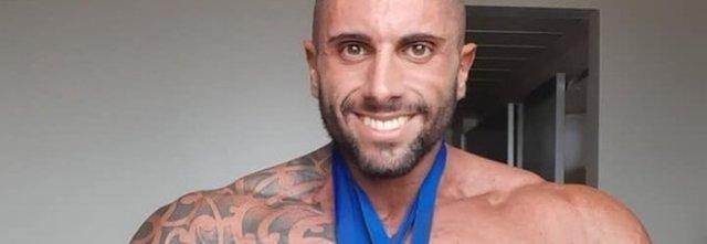 Body builder muore a 23 anni dopo la gara: la fidanzata lo trova nella stanza d'hotel