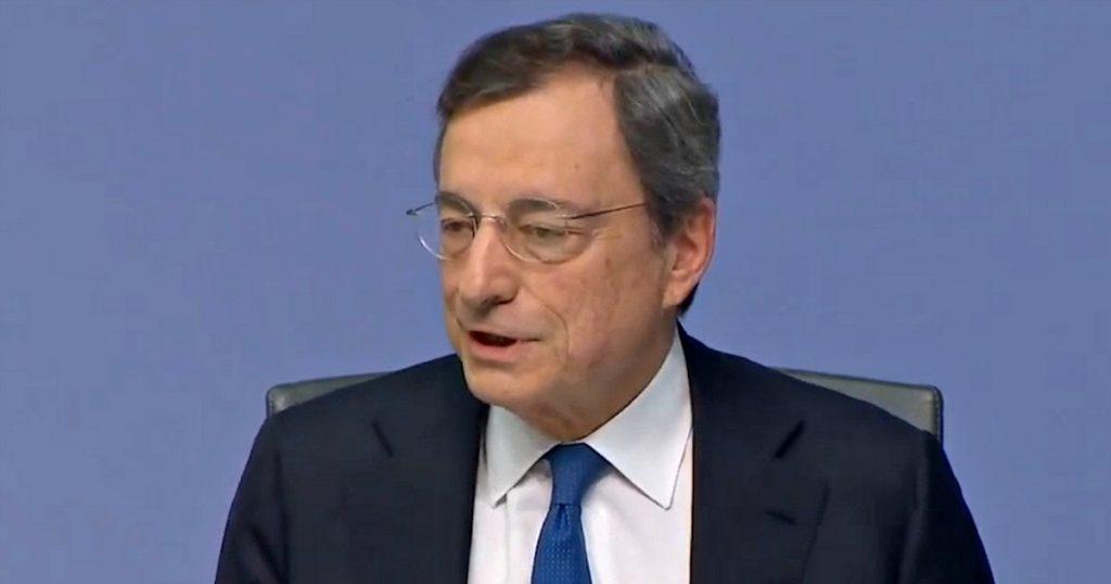 """Bce, Draghi: """"Un mio futuro in politica? Non lo so, chiedetelo a mia moglie"""" - Il Fatto Quotidiano"""