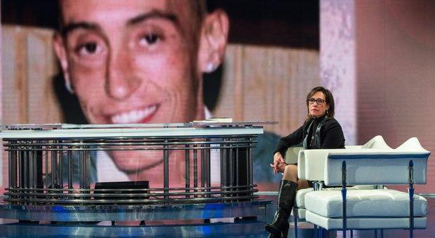 Ilaria Cucchi annuncia querela a Salvini: «Stefano non è morto per droga»-Leggo➥