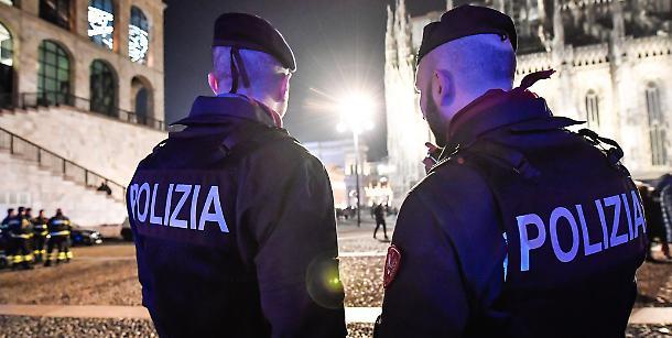 """Poliziotti costretti a liberare i clandestini: """"I rimpatri? Dobbiamo pagarli noi""""-Libero quotidiano➥"""