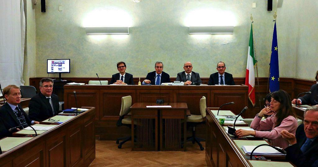 """Gregoretti, primo ok in Senato al processo a Salvini: i sì sono quelli della Lega che esegue l'ordine del leader. La maggioranza diserta il voto: """"Pagliacciata"""". L'ex ministro: """"Stessa linea anche in Aula""""-ILFATTOQUOTIDIANO➥"""