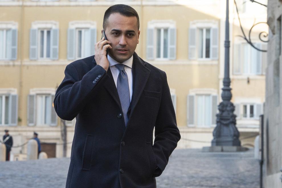 M5S, Luigi Di Maio si dimette: l'annuncio in riunione con i ministri pentastellati-LEGGO➥