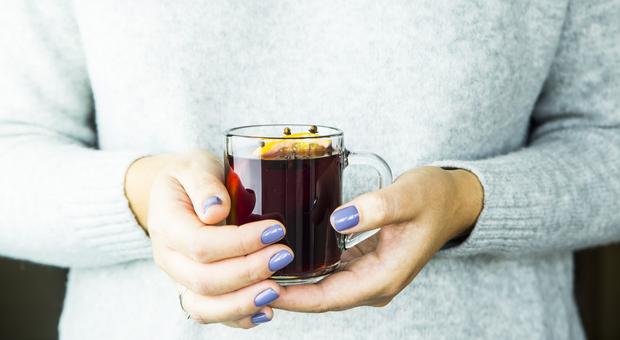 Influenza, con vin brulè passa più velocemente: tutti i rimedi naturali-LEGGO➥