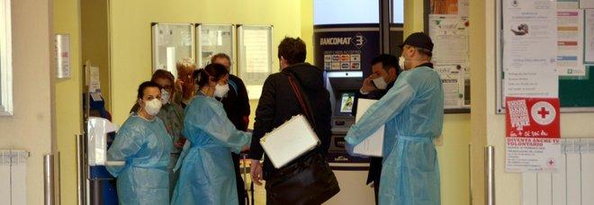 Coronavirus, i contagiati in Lombaradia sono quindici, 250 le persone in isolamento. Speranza: «Isolare l'area per bloccare l'epidemia». Due casi anche in Veneto-LEGGO➟