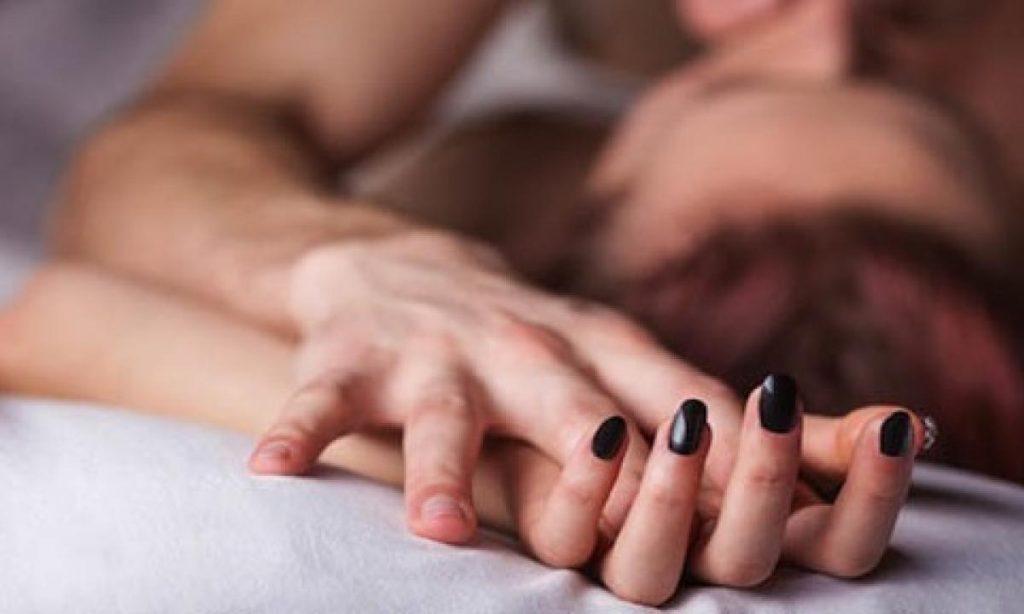 Coronavirus, i rapporti sessuali sono sconsigliati? Ecco la risposta dei medici-LEGGO➟