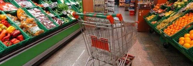 Coronavirus, supermercati aperti ma a rischio contagio: ecco come comportarsi per evitarlo-LEGGO➟