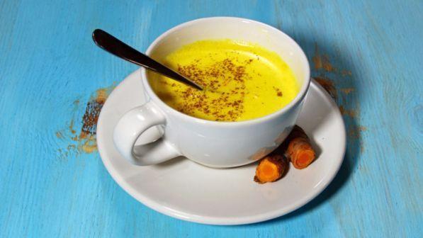 Il latte d'oro, la bevanda antichissima per prevenire il Coronavirus-TGCOM24➟