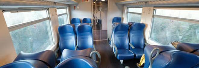 Coronavirus: sale sul treno e inizia a tossire, i passeggeri bloccano il convoglio. «Abbiamo paura del contagio»-LEGGO➟
