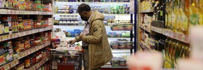 Coronavirus, «Il covid-19 non si prende nei supermercati, i rischi con il contatto con la spesa sono bassissimi»-LEGGO