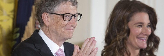 Bill Gates e la moglie Melinda pronti a coprire le spese per il vaccino anti Covid: «Sarà un bene comune»-LEGGO