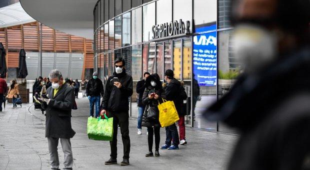 Fase 2, Supermercati, orari più lunghi e guanti per fare la spesa contro il pericolo coronavirus-LEGGO➟