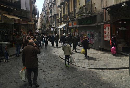 Coronavirus, boom di turisti a Napoli per Pasqua, caccia agli asintomatici-ILMattino➟